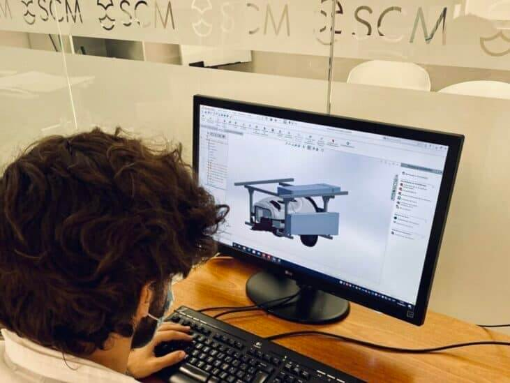 Diseñando la maquinaria para la limpieza de placas solares